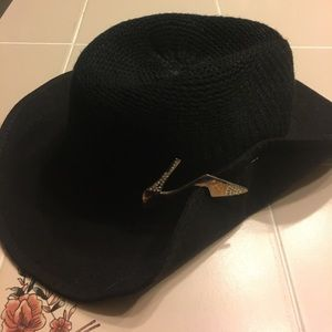 Accessories - Black Hat with clip
